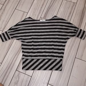 ⛾5 for $15⛾R Marks New York Black and White Shirt